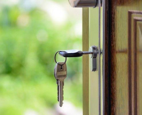Si vendes tu vivienda para reinvertir en otra, utilizando financiación ajena, puedes beneficiarte plenamente de la exención del IRPF